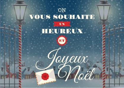 Carte postale de Noël avec petit village enneigé